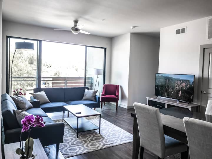 Two Bedroom with Pool in Downtown Austin