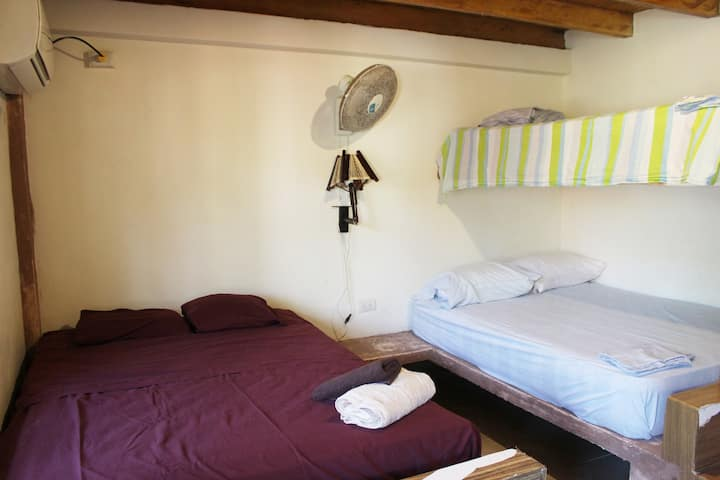 Surf Private Room - Double bed and bunk bed