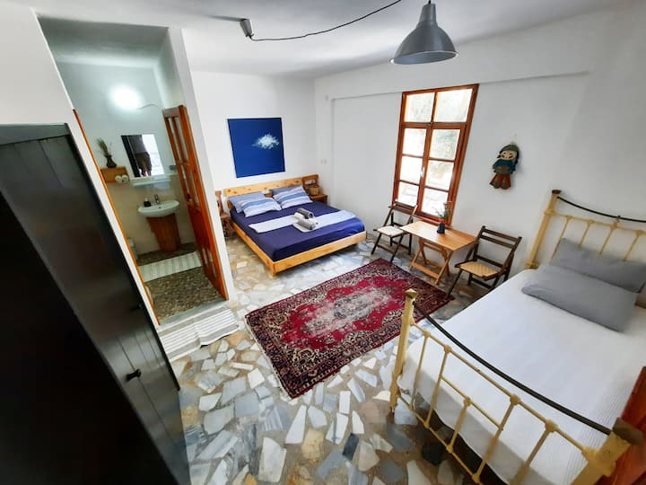 ada-art guesthouse - next to the sea - room 6