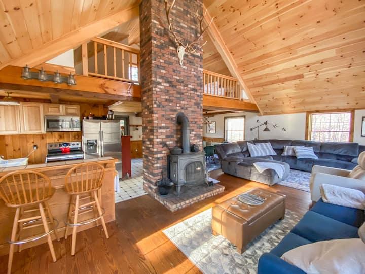 White Mountains Family Retreat w/ Private Hot Tub