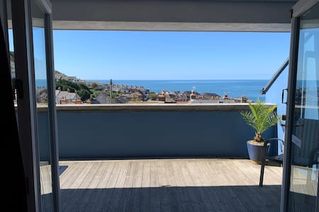 3 bed house large balcony sea views secure parking