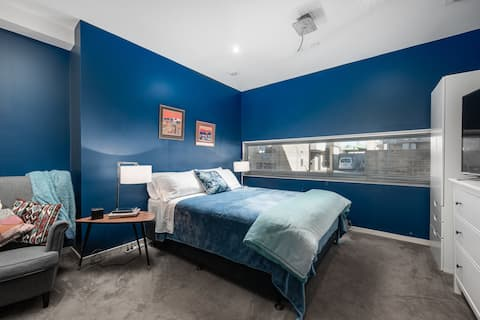 The Big Blue Room in Richmond ... Privacy Plus