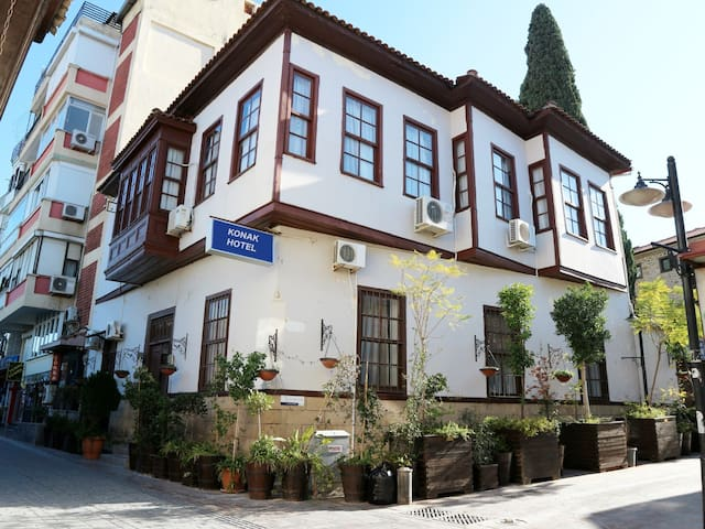 33 Single-double rooms Konak Hotel