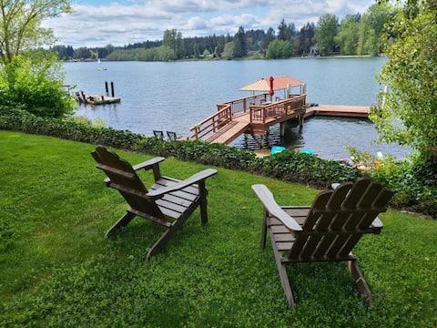 Lakeside Cottage & Hot Tub