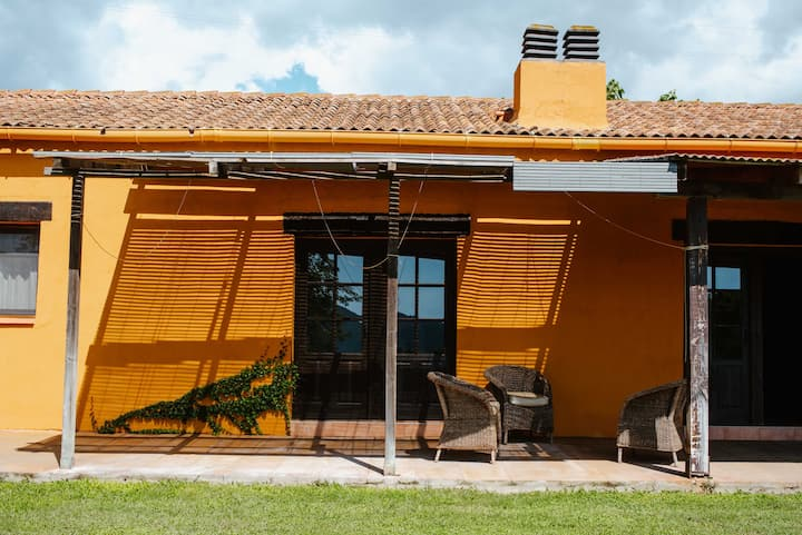 LOS TILOS Casa rural en el campo.