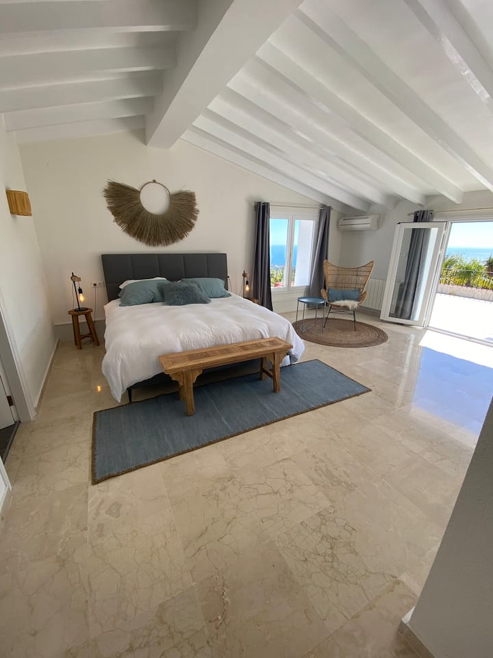 Spacious Luxe Room / Sea View /Breakfast included