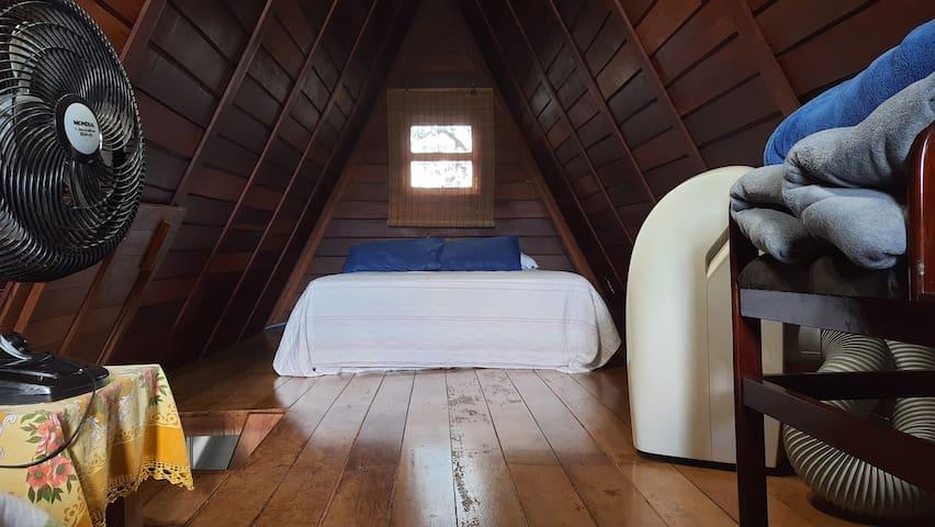 Cama de casal do quarto superior