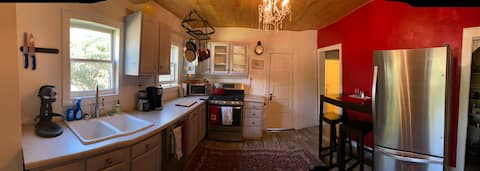 Carrington Cottage- MT Welcome, European Style