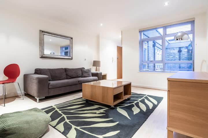 Stunning one bedroom apartment in Kew Gardens!