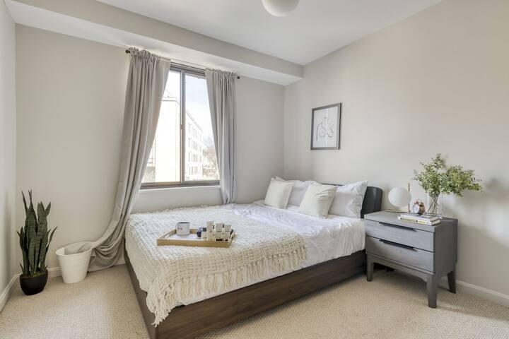 Spacious Room in H Street