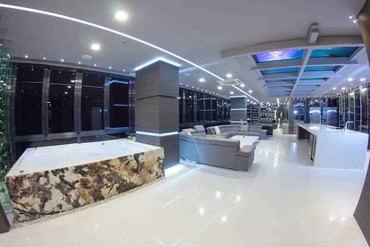 Luxury 10BR Penthouse Package in Lleras Party Fr..