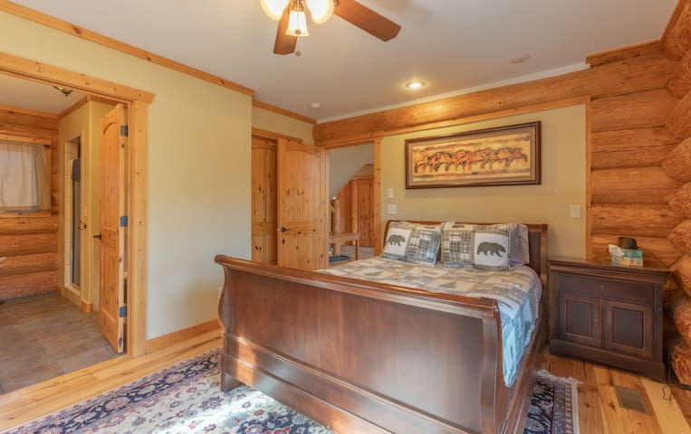 Comfortable and cozy master bedroom on the main floor with queen bed.