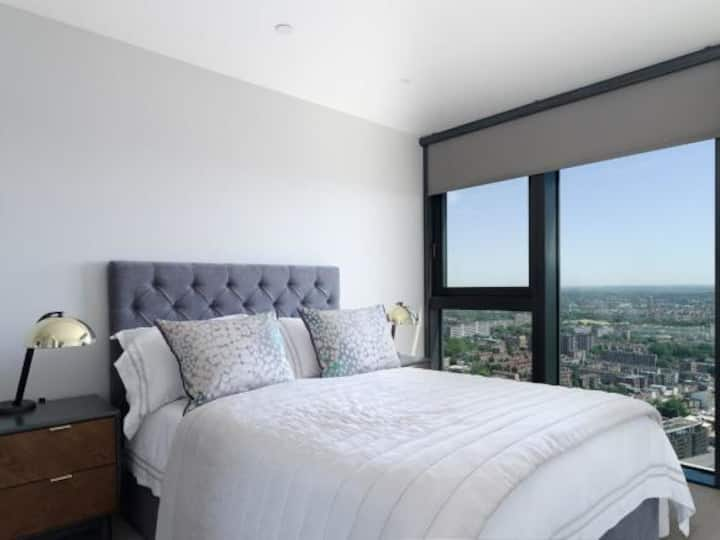 Stylish Modern 1 Bed in Central London with Views