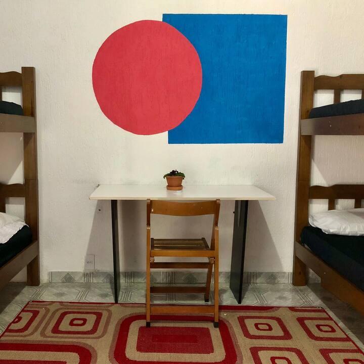 Quarto Geométrico, Kaleidoscópio Hostel