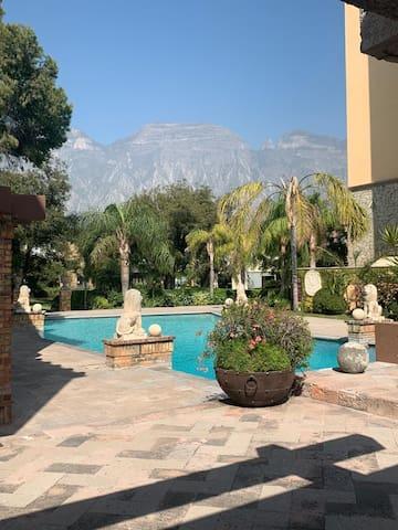 Condominios privados con casa club y jardines