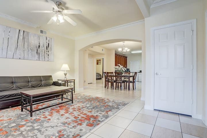 Clean 4 bedrooms,2 baths, 8 persons, gated.2078-2