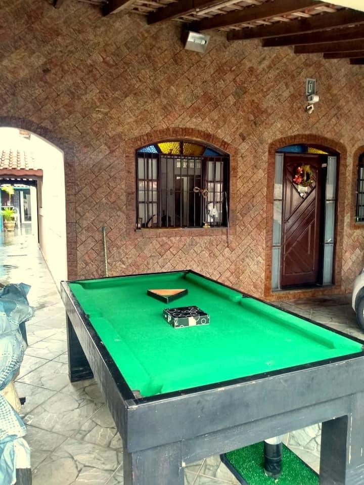 Casa com piscina e quintal amplo com área gourmet