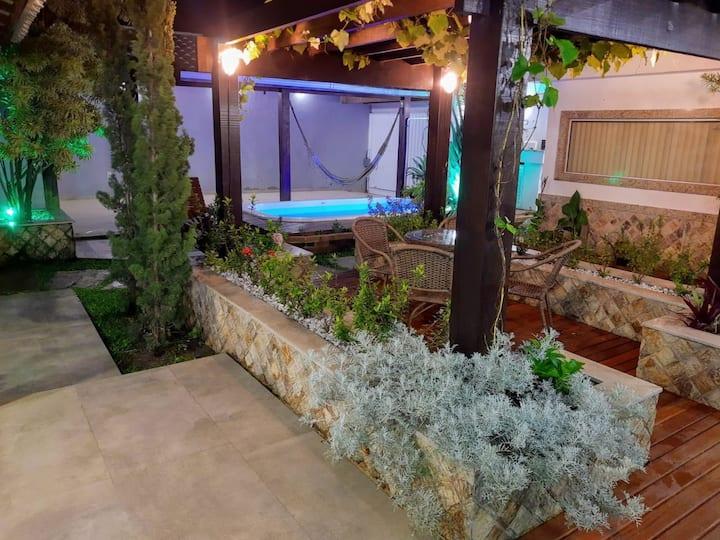 Casa duplex c/ piscina e banheira de hidromassagem