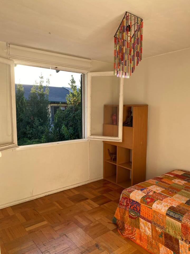 Habitación amoblada en bella casa y barrio seguro