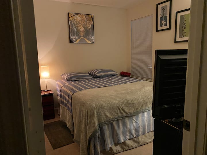 Comfy and Peaceful bedroom in Montgomery village