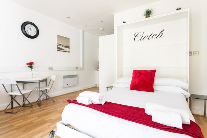 """Cwtch Studio, Comfy """"Gwely"""" in Swansea"""