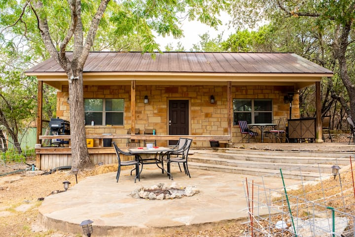 Charming Guest House at Canyon Lake!