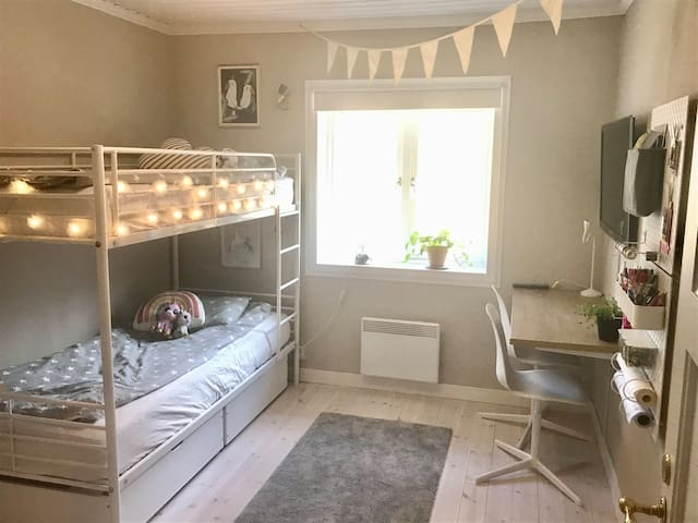 Kids room with bunkbed, TV & AppleTV, many games and toys