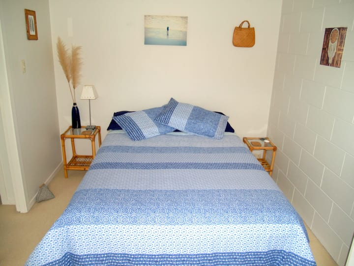5 minutes walk from Beach and Estuary