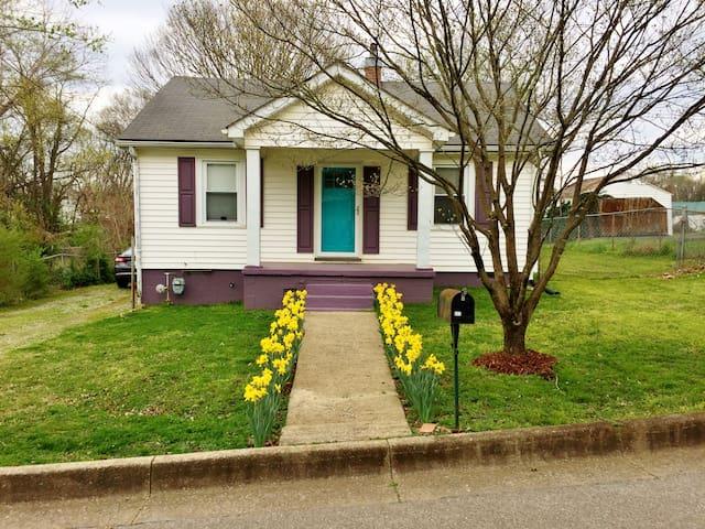 Updated Cottage near APSU