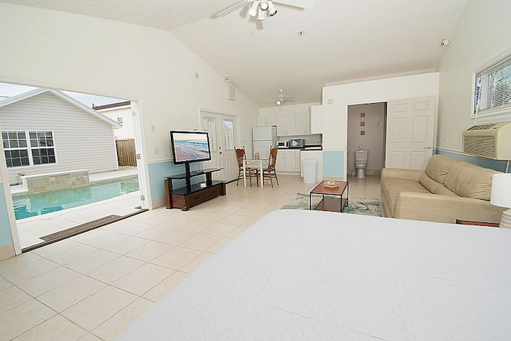 Perfect Beach Suite Just Minutes to the Ocean!