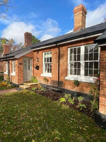Cosy Victorian cottage set in a country park