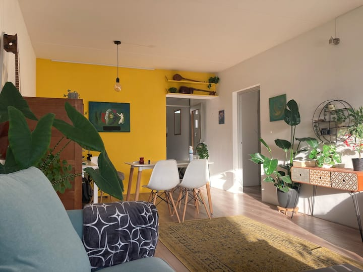 Cozy apartment with private parking near center