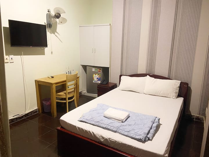 Ha Vy Hotel - Double Room with city view
