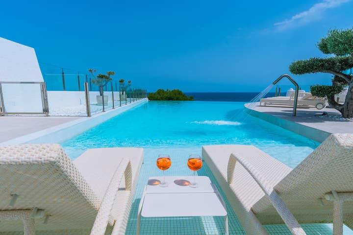 Top Villa on frontline of the Mediterranean#
