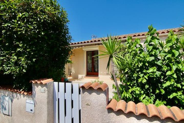Charming villa with garden and swimming pool