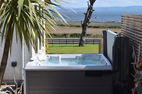 The Binevenagh Suite - with indoor/outdoor hot tub