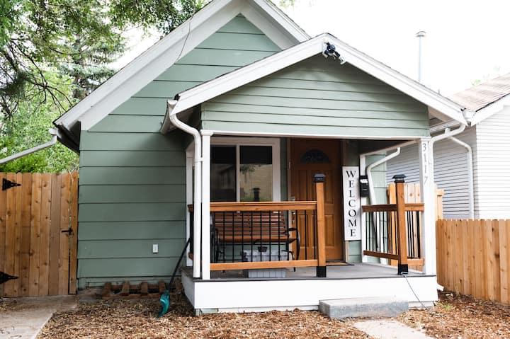 Cozy Cottage Basement Apartment