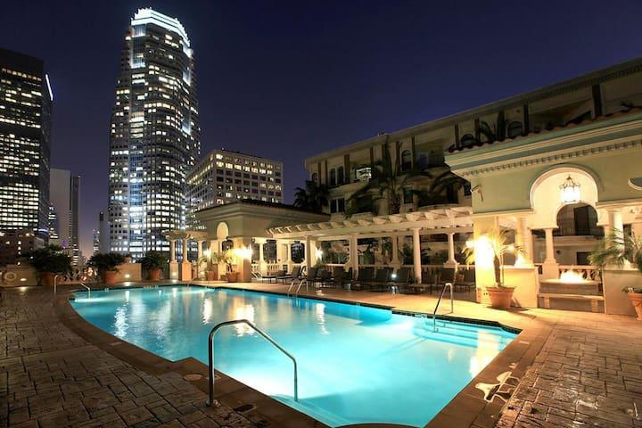 Luxury Downtown LA APT BEST LOCATION Free Parking