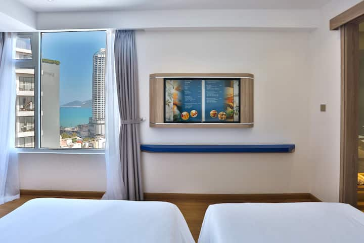 Deluxe Room with City or Beach, big glass view