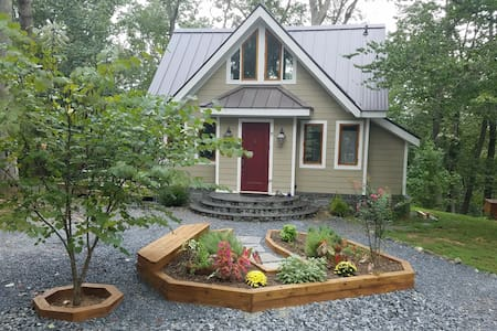 Charming Cottage at Golden Hill