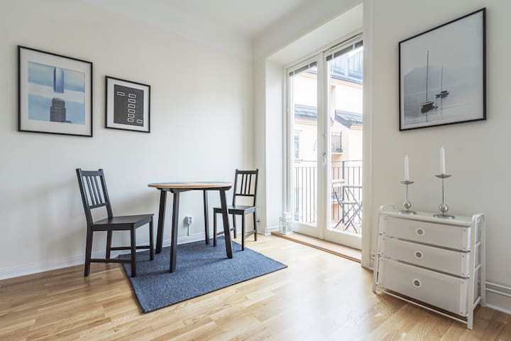 Central Cozy Studio w/ a cute Balcony