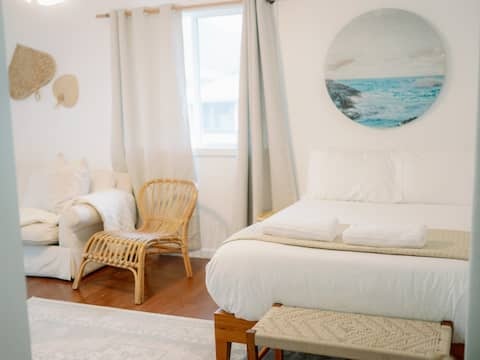 Beachy Vibes, Hauula Tropical Cottage w/ AC