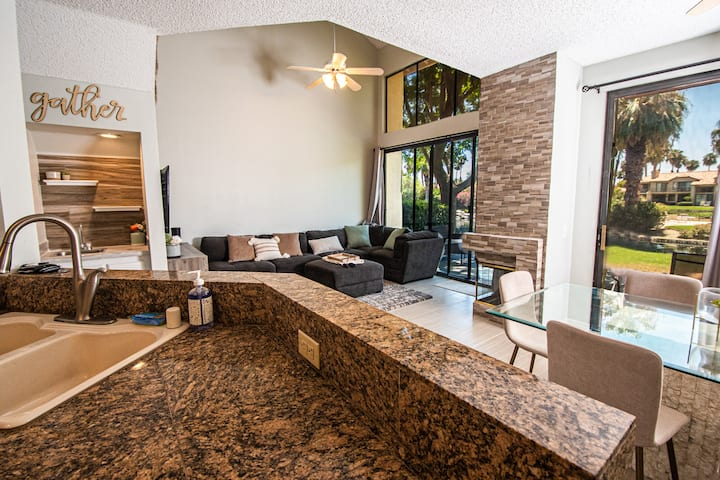 Stunning Lakefront townhome @ PGA West Golf Resort