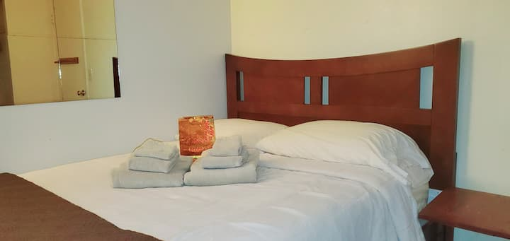 ★★★★★ CARONA CLEAN: Memory Foam Bed, Desk & Wifi