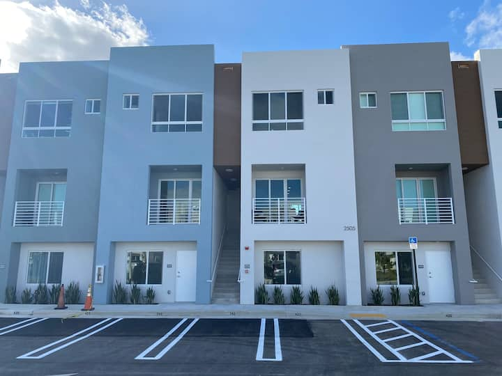 New 2 Bd Aventura Townhome w Cleaning Service Incl