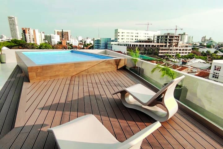 5✭ Studio with Balcony & City Pool View ✭ Sirari