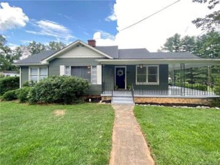 Walk to Main St, Frog Level and Hazelwood! 3 beds