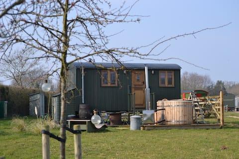 Luxury Shepherd's Hut with undisturbed field views