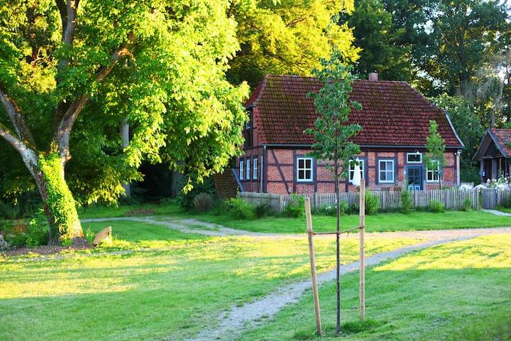 Idyllisches Haus auf denkmalgeschützter Hofanlage