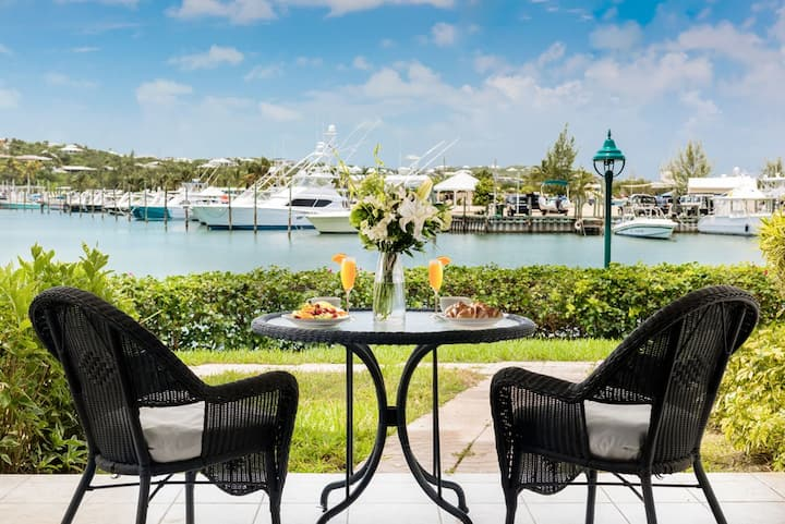Spectacular Marina & Sunset Views   On the Water